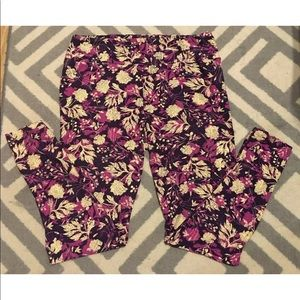 PREOWNED WOMENS TALL AND CURVY LULAROE  LEGGINGS